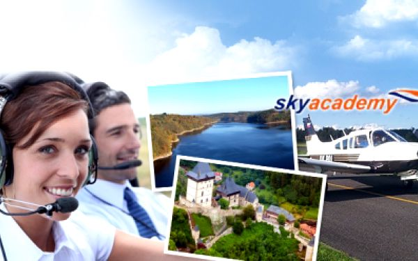 PILOTEM NA ZKOUŠKU nebo VYHLÍDKOVÝ LET PRO DVA! Poznejte, jaké je pilotování! Užijte si pohled z ptačí perspektivy nad Karlštejnem, Orlíkem, nebo zvolte VLASTNÍ TRASU! Ceny již od 999 Kč a nezapomenutelný zážitek k tomu!