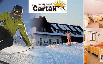 LAST MINUTE 3denní lyžařský pobyt pro dva v Horském hotelu Čarták přímo u sjezdovky. V ceně polopenze a skipasy do vyhlášeného Ski areálu Soláň-sedlo. Užijte si naplno lyžování i běžky v samém srdci Valašska!