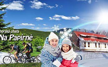 Báječná dovolená na Šumavě! 5 DNÍ pro 2 osoby v horské chatě Na Papírně včetně POLOPENZE s bohatými snídaněmi a 3chodovými večeřemi za 2999 Kč! Obklopte se šumavskými hvozdy a užijte si relax v zimě, na jaře, nebo v létě!