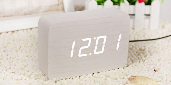 Bestseller Bílý LED budík v nadčasovém designu Brick Click Clock, bílý