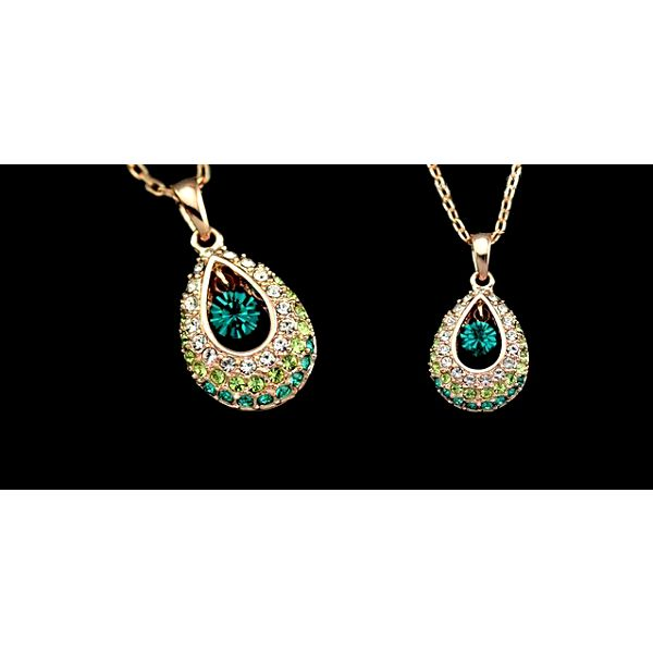Elegantný náhrdelník v tvare kvapky v zlatej farbe s kamienkami v 3 farbách - páni z Vás zaručene nespustí oči!