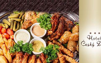 Šťavnatý 400g obří MIX GRILL včetně přílohy a omáčky dle Vašeho výběru za 199 Kč v Hotelu Český Dům! Vepřová krkovice, flank steak, kuřecí prsa, zvěřinová klobáska s vídeňskou cibulkou, příloha a omáčka dle Vašeho výběru!