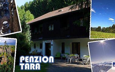 Adršpach - ideální rodinná dovolená se zázemím pro děti přímo u vstupu do jedinečného komplexu pískovcových skalních měst!!! Pobyt pro 2 osoby na 3 nebo 7 dní v penzionu Tara se snídaněmi, kávou a dezertem. Pitný režim po celý den!
