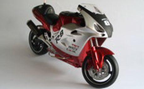 RC motocykl v měřítku 1:8