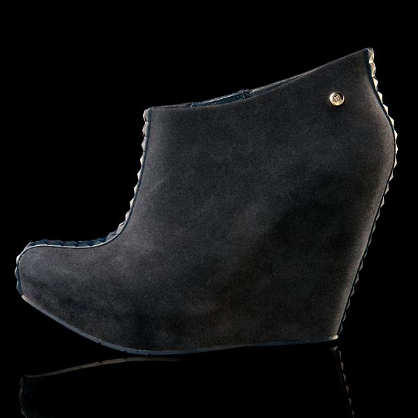 Dámské černé boty na klínku Melissa
