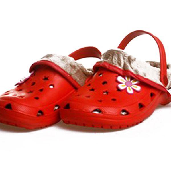 Červené pantofle s kožíškem