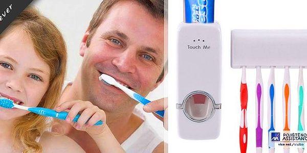 Praktický dávkovač na zubní pasty. Už žádné dohady o zmačkané pastě! Dávkovač Vám jednoduše umožní jediným stlačením aplikovat na kartáček potřebné množství pasty.