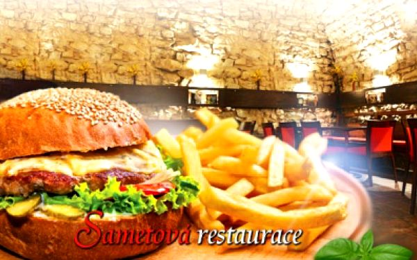 2x šťavnatý HOVĚZÍ BURGER z jihoamerického býka se smaženou cibulkou, sýrem CHEDDAR, rajčaty a BBQ omáčkou v DOMÁCÍ BULCE, 2x salát coleslaw a 2x hromada domácích steakových hranolek, jen za 238 Kč v CENTRU Prahy!