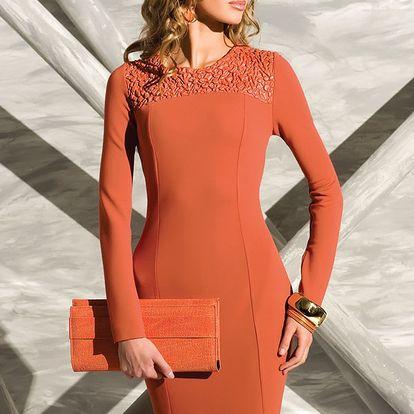 Originálně řešené šaty Carmen pro elegantní vzhled