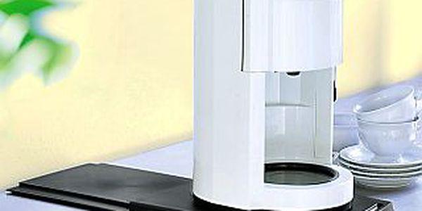 Podložka pod kávovar či konvici, ušetří místo v kuchyni. Znáte z TV!