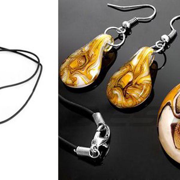 Set náhrdelníku a náušnic. Elegantní módní doplněk na párty nebo banket pro slečny i dámy