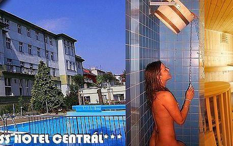 Týdenní pobyt ve Wellness hotelu Central*** Klatovy - regionální vítěz prestižní soutěže CZECH HOTEL AWARDS 2012. Garance koupání po celý rok - vnitřní i venkovní vyhřívaný bazén, finská a solná sauna, sluneční louka. Velké slevy pro děti do 14 let!!