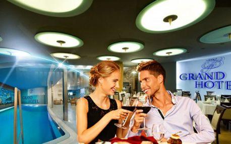 Wellness romantický pobyt v krásném Grand Hotelu**** přímo v historickém centru Třebíče! 3 DNY pro 2 osoby včetně POLOPENZE se slavnostní večeří při svíčkách, LAHVE VÍNA na pokoji a neomezené relaxace v BAZÉNU za 2699 Kč!