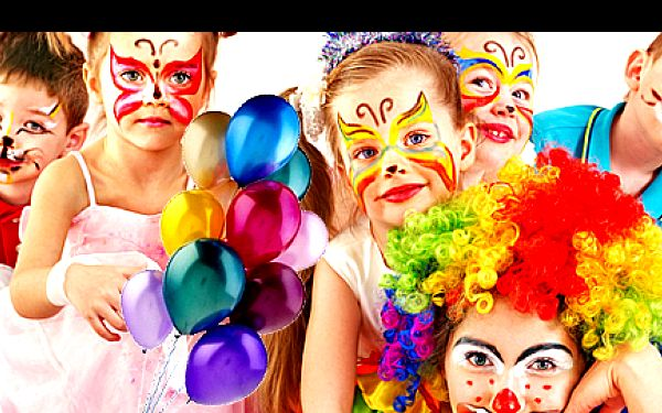 ATRAKTIVNÍ 2hodinový PROGRAM až pro 10 dětí s výběrem ze 2 balíčků se slevou 40 %: malování na obličej, třpytivé tetování, hry, soutěže, diskotéka, tvarování balónků, po dohodě i tvoření! Zpestřete dětskou párty vhodně zvolenou zábavou plnou kreativity.