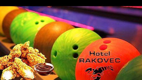 Přijďte se pobavit a zahrát si s přáteli oblíbený relaxační sport BOWLING. 1, 2 hodiny nebo rovnou celá permanentka a nálož kuřecích stripsů v příjemném prostředí v hotelu RAKOVEC!