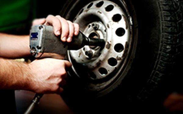 Kompletní přezutí pneumatik Vašeho Vozu za super cenu 299 Kč + jako bonus možnost uskladnění Vašich pneumatik, kol se slevou 50 %.