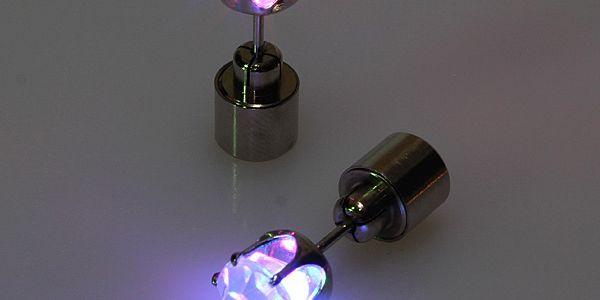 Svítící LED náušnice na párty - 1 kus - fialová a poštovné ZDARMA s dodáním do 3 dnů! - 8408718