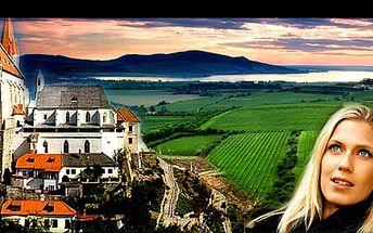 3denní pobyt ve VINAŘSKÉ PERLE Jižní Moravy s POLOPENZÍ a LAHVÍ VÍNA Znovín, se zázemím rodinného penzionu U HUBERTA, jen za 1 690 Kč pro 2 osoby. Zrelaxujte v malebném ZNOJMĚ přímo v jeho historickém centru.