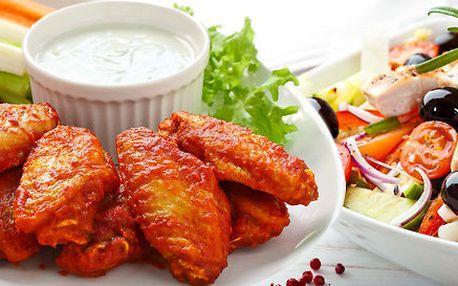 Menu pro dva: kuřecí křidélka a/nebo maxi salát