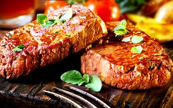 Nabitý mix grill s přílohou, salátem, dezertem a kávou v restauraci Gyros & Grill Bar