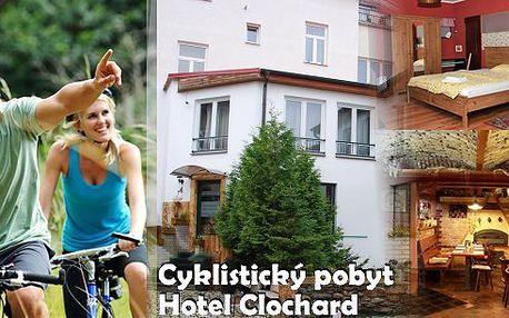 Perfektní cyklistický pobyt na 3 dny v hotelu Clochard pro dva s polopenzí. Kola, cyklistická brožura s mapkami a pití pro cyklisty zdarma! Užijte si relax na kole v krásném prostředí poblíž Kamencového jezera s možností až 8 cyklo-výletů po úpatí Krušných hor!