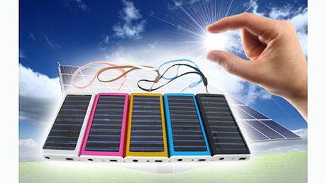 Univerzální solární nabíječka nejen na mobilní telefon za jedinečnou cenu včetně poštovného! Ideální pomocník na dovolenou a na cesty báječnou slevou 34%.