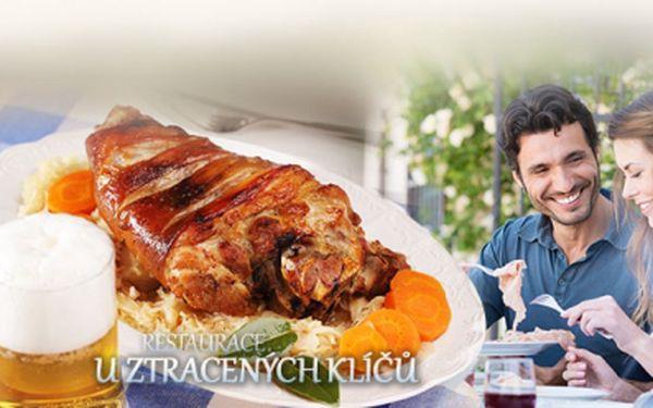 Navštivte restauraci U ztracených klíčů na Praze 2, kde Vám připraví to nejlepší pečené VEPŘOVÉ KOLENO v okolí! Celých 900g včetně čerstvého křenu a chleba jen za 120 Kč! Usedněte ke stolu a nechte se pohostit pořádnou porcí!