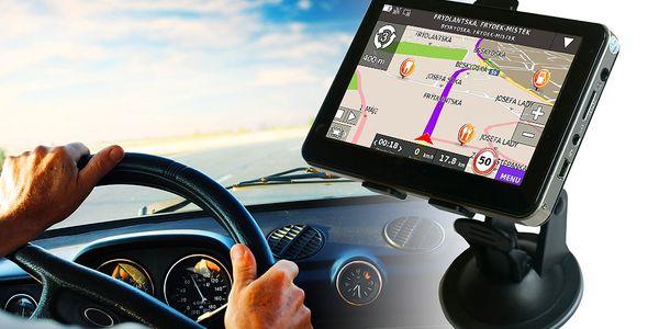 GPS navigace s vestavěnou pamětí a češtinou
