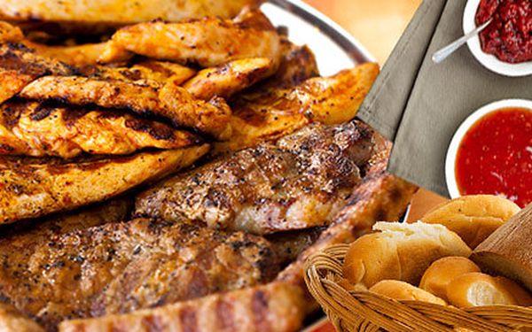 600 g steaků na grilu v restauraci Hloupý Honza