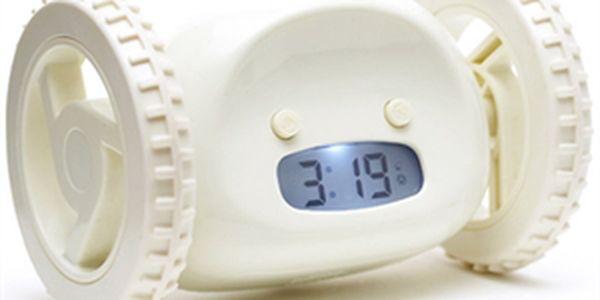 Originální budík Clocky, který Vám ujede a nepřestane zvonit, dokud pro něj nedojdete.