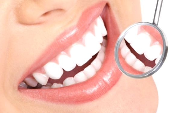 Bezperoxidové 30 min. BĚLENÍ ZUBŮ přístrojem Star White za neuvěřitelnou cenu! Získejte zářivý úsměv díky profesionálnímu přístroji za použití bezpečného bezperoxidového bělicího gelu za skvělou cenu ve studiu Weissimi!