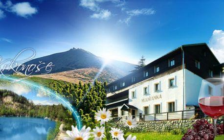 3, 5 nebo 7 DNÍ PRO DVA včetně POLOPENZE v Peci pod Sněžkou od jedinečných 1490 Kč v příjemném penzionu Modřanka! PARKOVÁNÍ A LÁHEV VÍNA NA POKOJ ZDARMA! Velké množství cyklostezek a turistiky! Relax se slevou 56%!