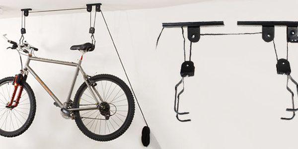 Kvalitní držák kola do garáže i úzké předsíně