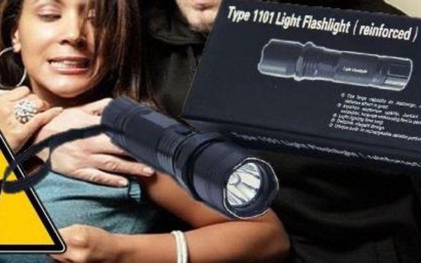 LED svítilna s paralyzérem – praktický pomocník nejen do kabelky . V temné noci Vám posvítí a v případě přepadení i ochrání.