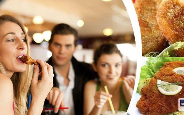 Pořádná nálož 800 g vepřových a kuřecích řízečků včetně 300g přílohy v restauraci U Ztracených klíčů, která se nachází pod kulturní památkou Vyšehradem, výborný cíl vašich výletních toulek.