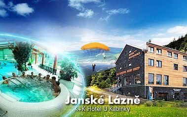Pobyt v Janských Lázních v krásném hotelu U Kabinky s platností do PROSINCE! 3 DNY pro DVA včetně bohatých SNÍDANÍ a hromady SLEV za 1990 Kč! Užijte si oblíbenou horskou oblast v Krkonoších, přímo u lanovky a blízko lázeňské kolonády!