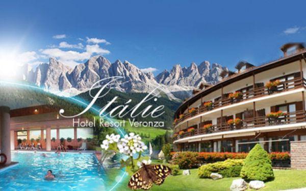 DOLOMITY ! Luxusní wellness pobyt za 6 490 Kč! 6 DNÍ pro 2 osoby se SNÍDANÍ a volným využíváním FITNESS a WELLNESS s panoramatickým krytým bazénem, saunou a tureckou lázní! Užijte si dovolenou v nádherných Dolomitech!