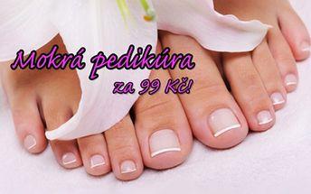 Kompletní mokrá PEDIKÚRA včetně změkčující lázně a jemné relaxační masáže nohou! Dopřejte si péči pro zdraví a krásu vašich nohou ve známém salonu Imperial Beauty v samém centru Prahy 1 u stanice metra Náměstí Republiky!!