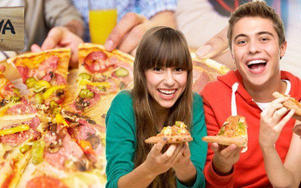 Dvě italské pizzy z restaurace Ratejna