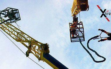 Bungee jumping z výšky 60 metrů
