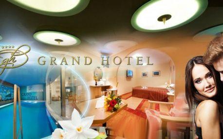 Wellness romantický pobyt v krásném Grand Hotelu**** přímo v historickém centru Třebíče! 3 DNY pro 2 osoby včetně POLOPENZE se slavnostní večeří při svíčkách, LAHVE VÍNA na pokoji a neomezené relaxace v BAZÉNU za 2490 Kč!