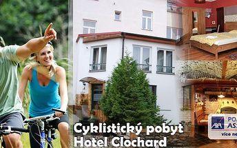 Perfektní cyklistický pobyt na 3 dny v hotelu Clochard pro 2 osoby s polopenzí. Kola, cyklistická brožura s mapkami a pití pro cyklisty zdarma! Užijte si relax na kole v poblíž Kamencového jezera s možností až 8 cyklo-výletů po úpatí Krušných hor!