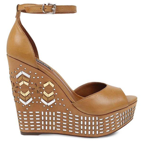 Dámské hnědé boty na vysokém vzorovaném klínu Arezzo