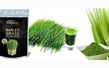BIO mladý zelený ječmen v prášku s mnoha vitamíny, minerály, enzymy, bílkovinami či antioxidanty má blahodárné účinky na organismus, zdraví a imunitu.