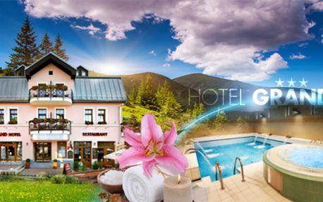 3 DNY pro DVA v HOTELU GRAND*** ve Špindlu! SNÍDANĚ, tradiční VEČEŘE, FINSKÁ SAUNA, vstup do vodního ráje a zapůjčení výletních koloběžek! To vše za 2499 Kč! Kupte 2 vouchery a získejte NOC ZDARMA! Sleva 50%!