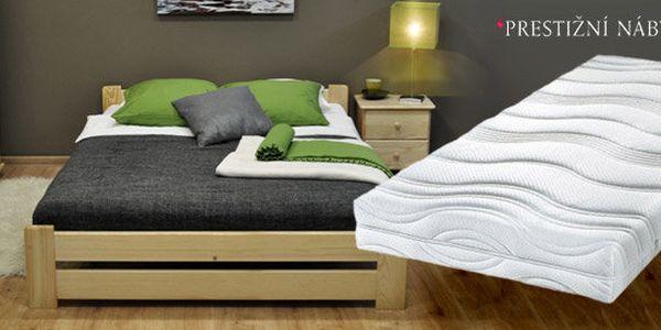 Masivní dřevěná postel s matrací a roštem