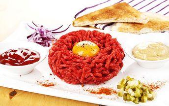 300 g hovězího tataráku s 10 topinkami v restauraci Gyros & Grill Bar