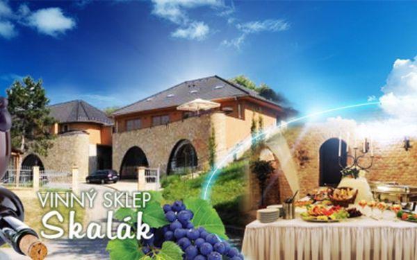 Odpočinek v nádherném prostředí vinných sklepů skalák! 5 dní pro 2 osoby s polopenzí, konzumací vín, exkurzí a lahví vína za 3440 kč! Vyberte si ze 3 letních termínů!