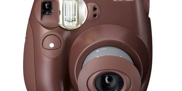Foťák Instax Mini 7S Choco, instantním fotografiím podlehnete snadno a napořád
