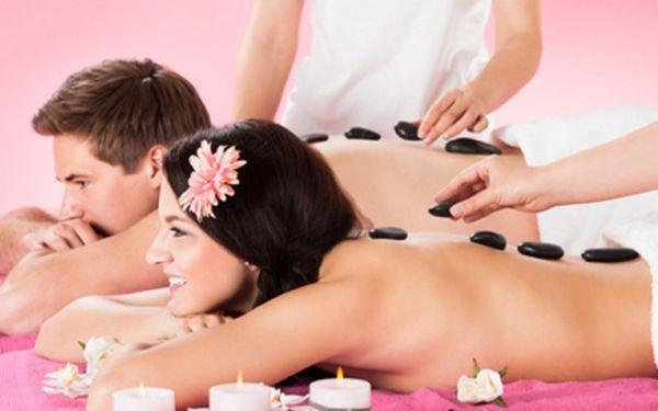 Exkluzivní WELLNESS RELAXAČNÍ BALÍČEK pro dvě osoby! Masáž plosek nohou, olejová masáž celého těla teplými kameny + zábal! 90 minut hýčkání pro náročné za 799 Kč!